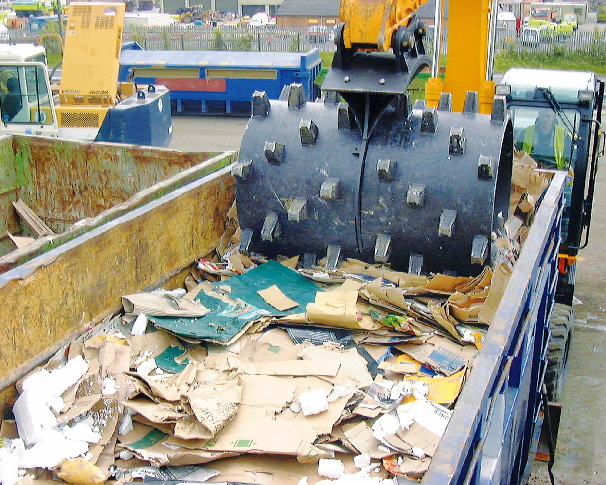 Compax crushing cardboard